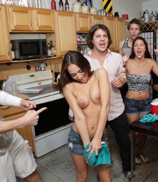 Student – Party and Fuck (CollegeRules.com/BangBros.com/HD1080p)