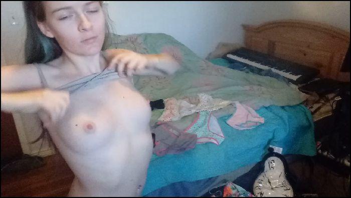 hankyspank – milf cums in daughters panties (manyvids.com)