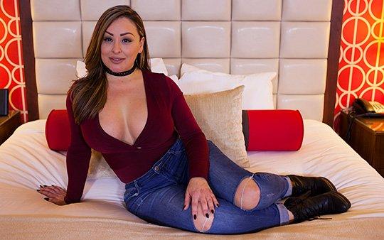MOMPOV – Lolana – Hour glass figure Latina MILF