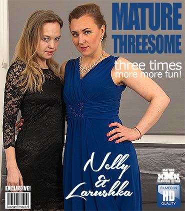 Josie (EU) (53) & Kelly Cummins (EU) (35) Hairy mature lesbian having sex with a horny shaved MILF (Mature.nl)