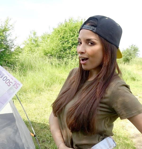 Anissa Kate – Cheating Wife Fucked in a Tent (PublicAgent.com/FakeHub.com/2019/480p)