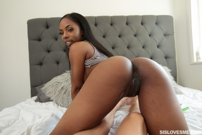 Sarah Banks – My Pregnant Black Stepsis (SisLovesMe/2019/HD)