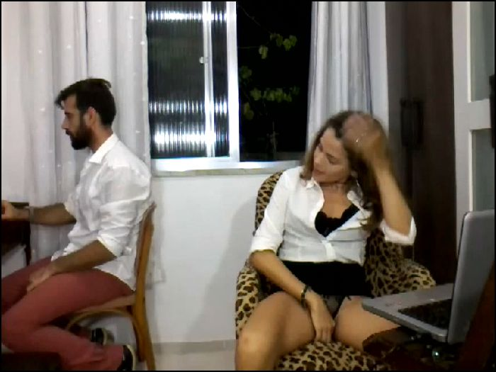 anna jones – anna secretary geting vibrations in puss (manyvids)