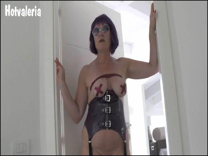 Hotvaleria – Mature wet look slut (manyvids.com)