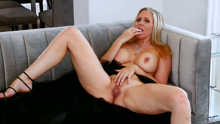 Julia_Ann_-_Legendary.mp4.00004b4f239a4bf089e74.jpg#