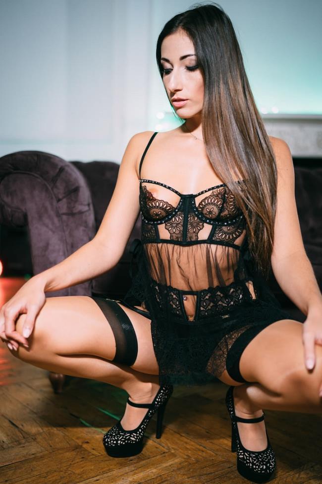Clea Gaultier – She Loves to Please (Pornostatic.com/KillerGram.com/2019/HD)