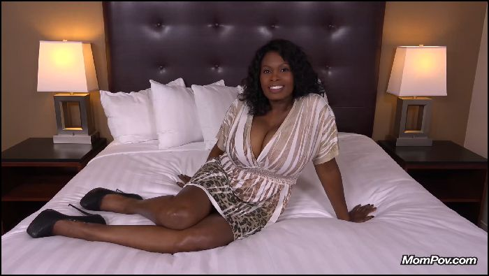 mompov – curvy ebony milf all natural big tits (manyvids.com)