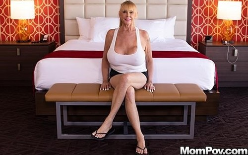 Shelly – Blonde Cougar With Gigantic Tits (MomPov/2019/480p)