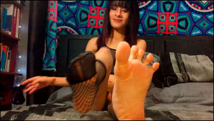yourgoddessvale - Valentina, my girlfriend's Step-Sister understands the footjob Preview