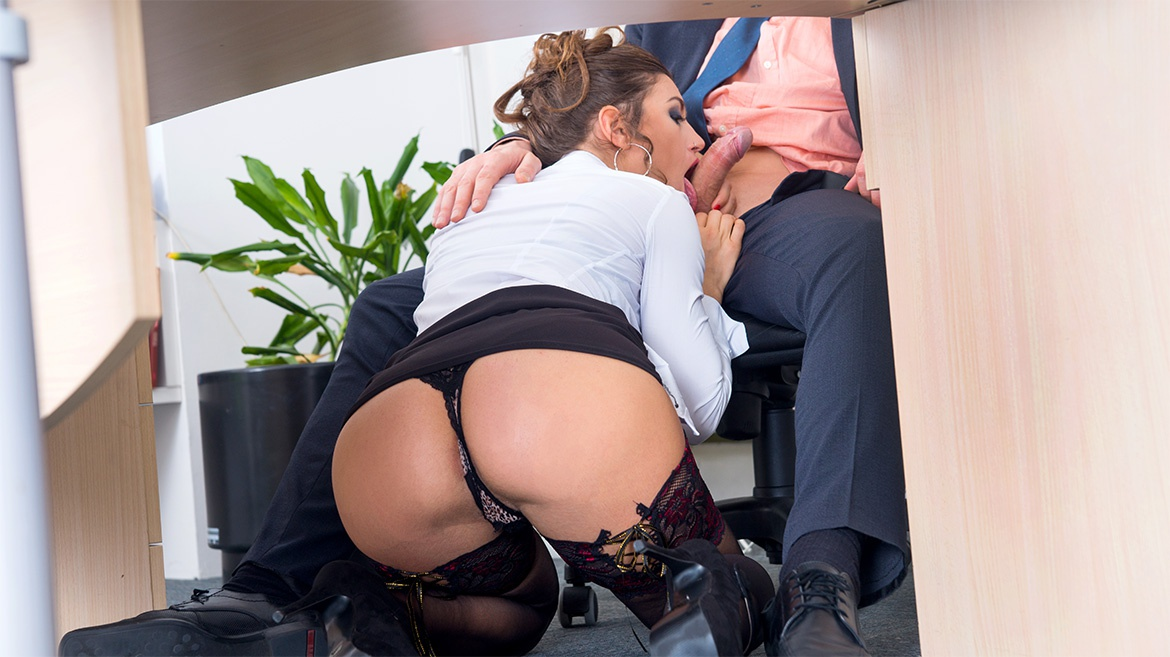 Julia Roca – Has Her Hairy Pussy Pounded in the Office (Private.com/2019/HD1080p)