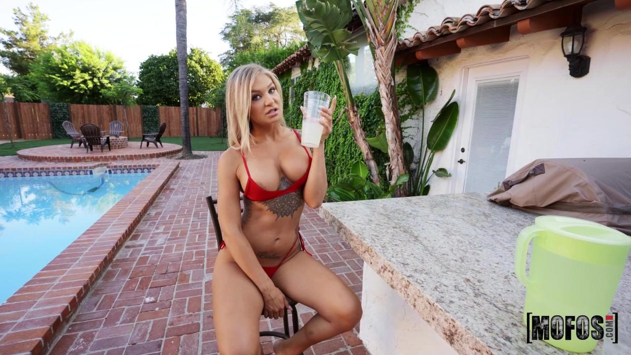 Alison Avery – Tiny Red Bikini Babe (IKnowThatGirl/Mofos/2019/HD1080p)