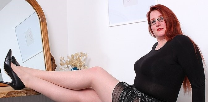 Autumn Temptation (EU) (34) – Curvy redhaired mature Autumn Temptation loves to fool around with her unshaved hairy pussy (Mature.nl 2019 SD)