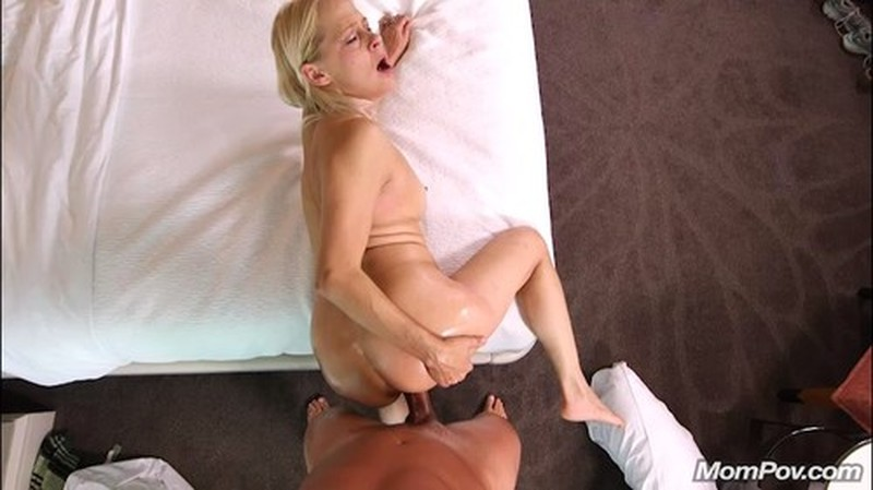 Baley – Hot blonde MILF all natural (Mompov.com 2019 HD1080p)
