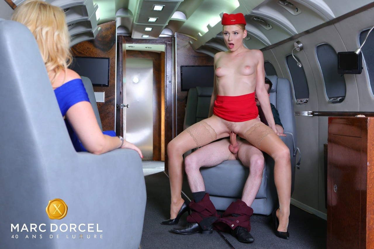 Lucy Heart, a stewardess prepared for anything (DorcelClub.com 2019 HD1080p)