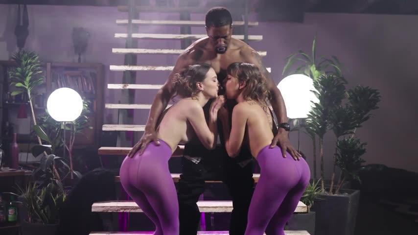 Riley Reid, Izzy Lush, Isiah – I Am Riley – Scene 1 (EvilAngel 2019 HD1080p)