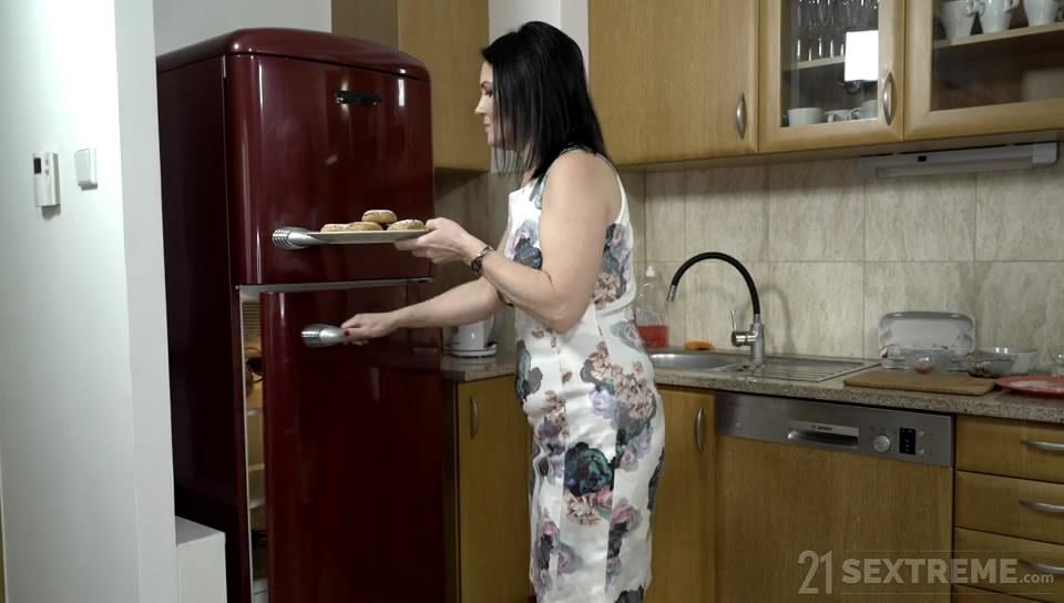 Ilsa – Welcome Neighbor 2019 LustyGrandmas Standart quality