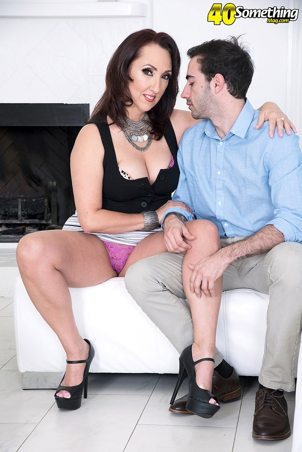 Missy Masters – Big-titted, big-assed MILFs first fuck film (ScoreHD.com 40SomethingMag.com 2019 HD1080p)