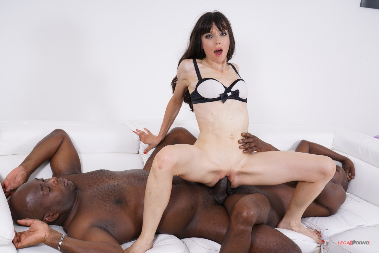 Candice – Candice Comes To Get Fucked By Two Black Cocks IV402 (LegalPorno.com 2019 480p)