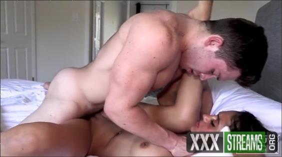 Calvin Skinner, Mia Thomas – Hot Guys Fuck (2019 HotGuysFuck SD)