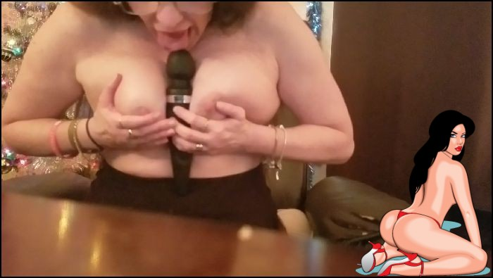 Rebecca Strips – See My PUSSY CUM for the New Years – manyvids