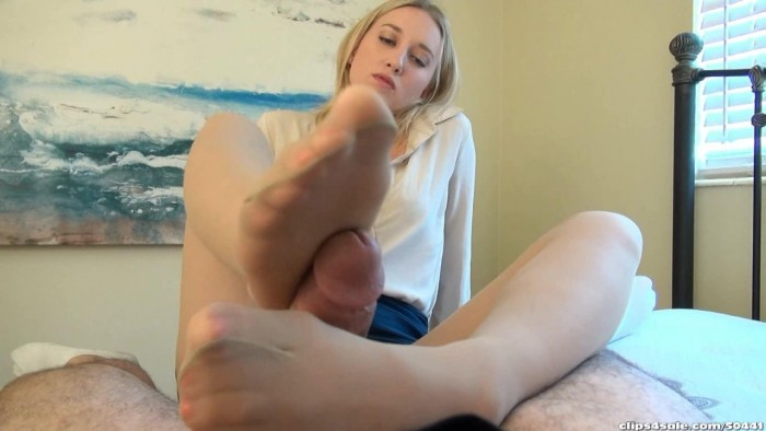 Bratty Babes Own You Real Estate Agent Riley Reyes Seals Gets House Sold With Footjob