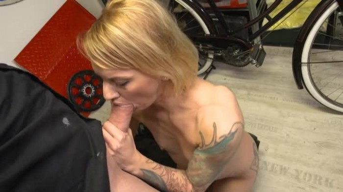 Dolly Geil College Blowjob