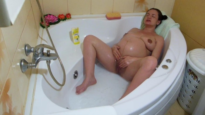 elisha4ubbb 39-Weeks-Pregnant-quotTease-in-tub-quot