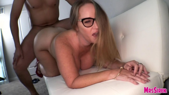 MrsSiren – 19.10.02 – Creampied by Hubby and His Friend – 1080p