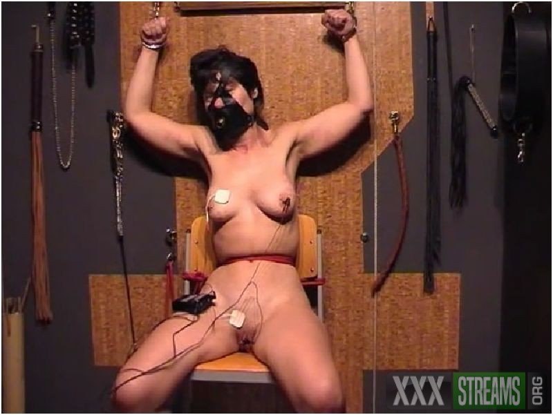Xtreme play with slave Kirsten Preview