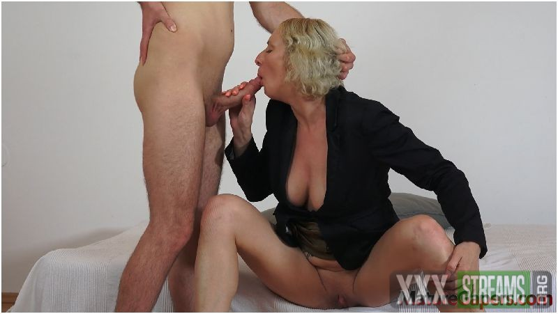 Skinny milf Kaylea Tocnell aanged anally while her pussy is widely gaped Preview