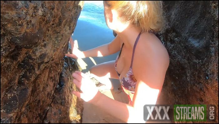 erin electra blonde tour guide blows tourist on beach 2020 05 14 zTNRm5 Preview