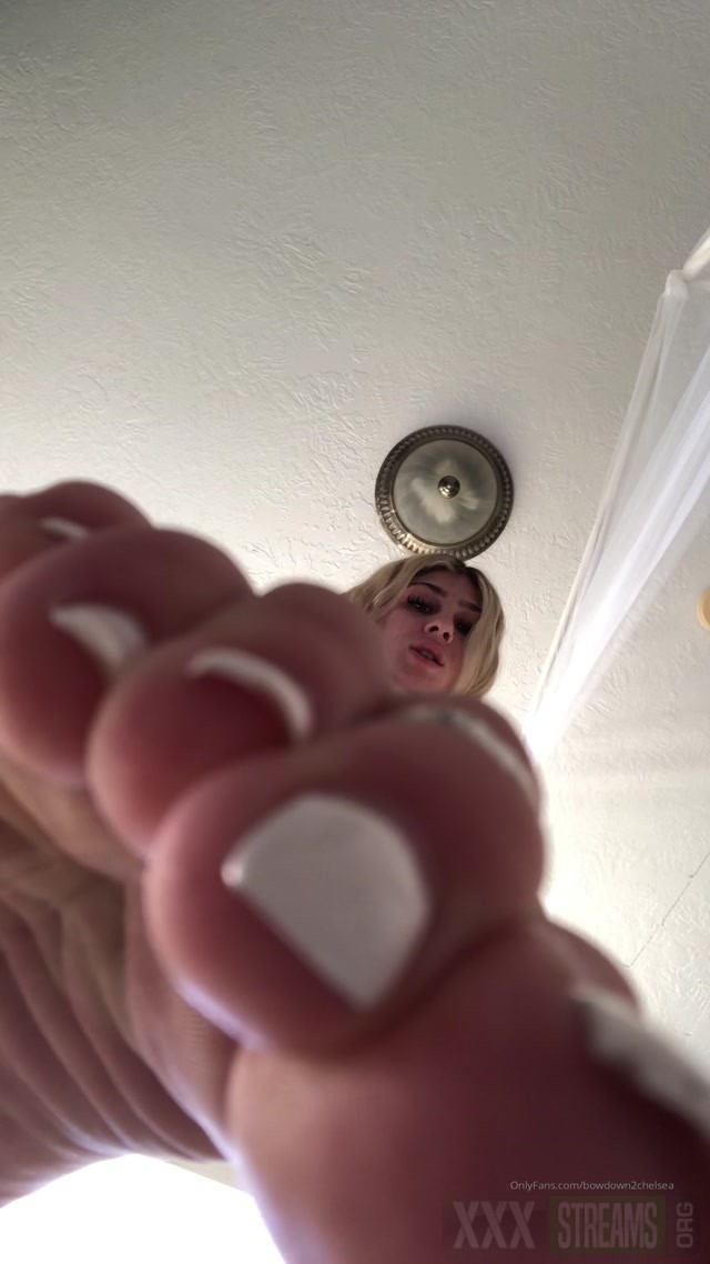 bowdown2chelsea 27 11 2019 Worship me from the floor footfetish.mp4.00008