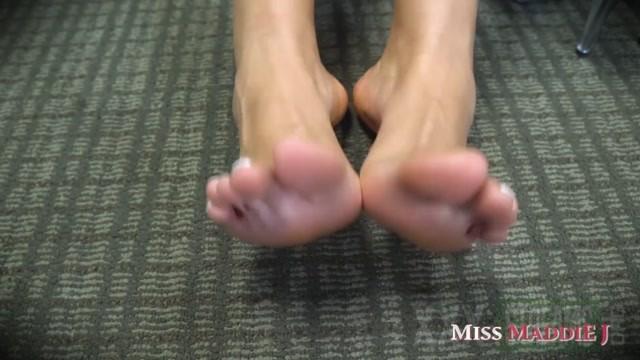 Miss Maddie J worship my latina feet with miss maddie j 10.09.2020.mp4.00012