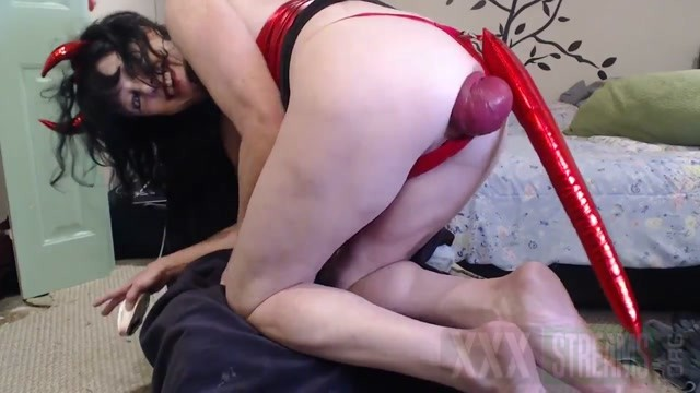DGG Devil girl huge anal prolapse stretching.mp4.00013