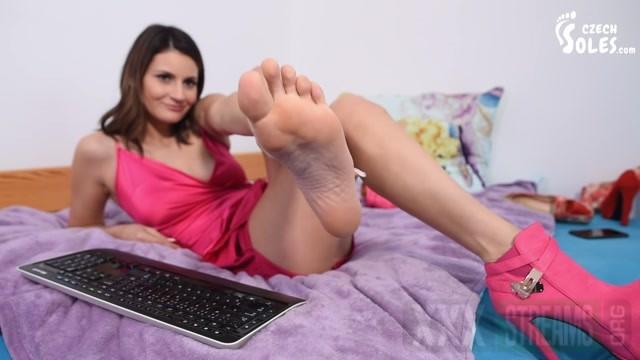 Czech Soles Webcam foot goddess long toes and high heels.mp4.00006