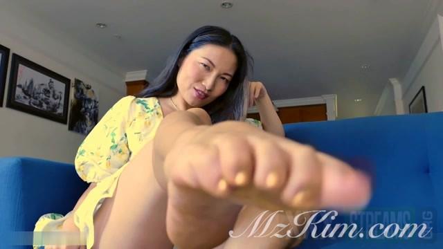 Mz. Kim Asian Provocateur Step Mommy s Good Foot Boy.mp4.00012