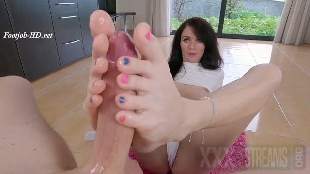 Feet Showing Off and Footjob Nicole Petite.mp4.00009