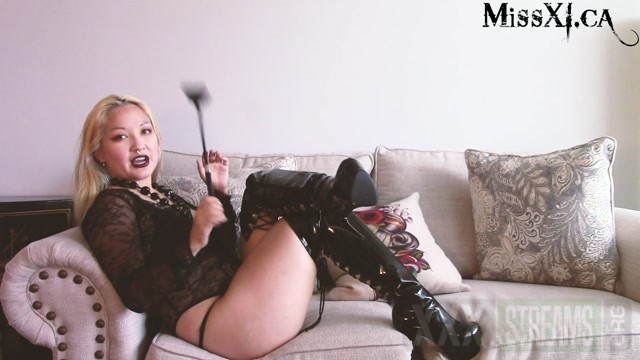Miss Xi A Chat about Ballbusting.mp4.00009