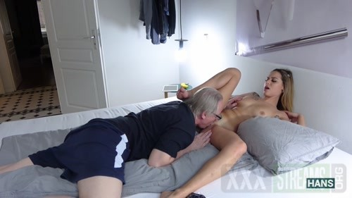 20201105 Horny Spanish bitch Rubi gets the cunt licked and takes return the favor 1080p.mp4.00001