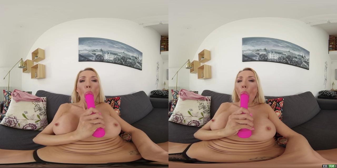 CzechVRCasting 208 – A Proper Porn Slut – Nikki Star (Oculus 5K)