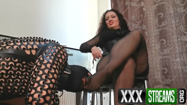 Mistress Luna Cock teased by feet in nylon pantyhose 00007
