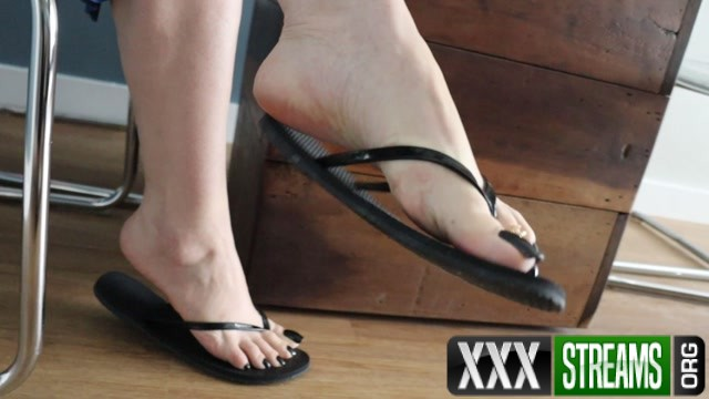 Jhonn – Womens Feet – I Went Under The Table While The Goddess Drank Coffe